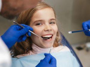 pulizia denti bambini
